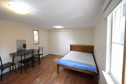 One bed granny flat for rent in Epping