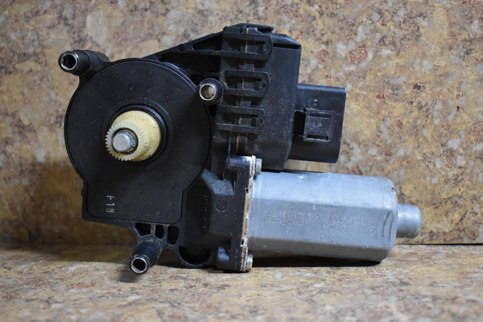 1998-2004 AUDI A6 C5 - RIGHT FRONT PASSENGER SIDE POWER WINDOW MOTOR LIFTER