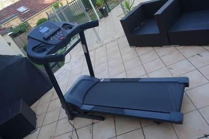 Treadmill electronic with motorised incline control near new