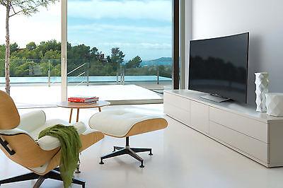 Große, ungeschützte Fenster bieten gute Sicht auf Wertstücke wie den neuen Flachbildfernseher. (© Sony)