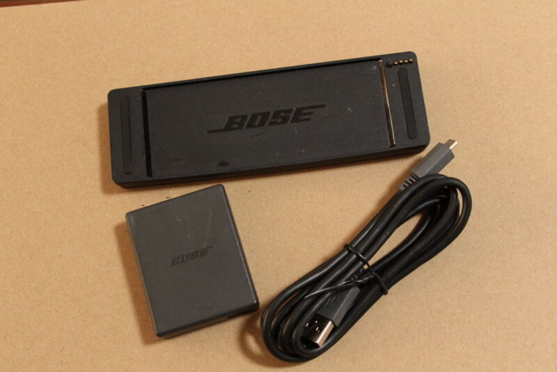 US-Bose SoundLink Mini II Wall Charger/USB Cable/ Cradle 5V 1.6A Black SEA#