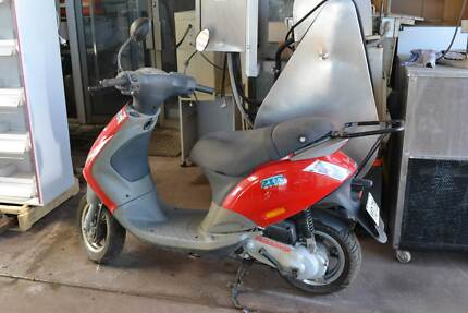 USED RED VESPA PIAGGIO - Scooter - Secondhand Two Wheeler