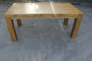 Dining table , excellent condition