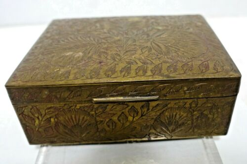 """MTbx VINTAGE INDIA ENGRAVED BRASS WOOD LINED BOX, 4 1/2 X 3 1/2 X 1 3/4"""""""