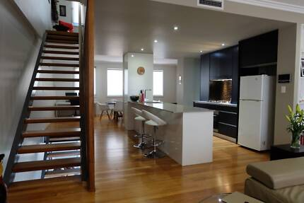 Modern Wickham 3 bedroom Townhouse - Short Term Rental