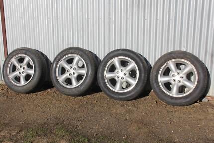 Subaru Rims with tyres