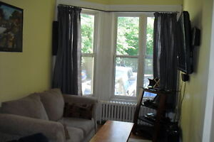 LARGE SPACIOUS 4 BEDROOM CLOSE TO UNIVERSITIES