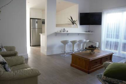IRRESISTIBLE LUXURY 5BDR FULLY FURNISHED FOXTEL+WIFI INL