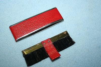 Vintage 50er Jahre Reisebürste Taschenbürste rot gold Leder Etui