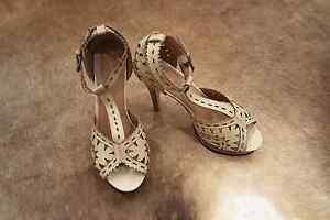 Cut out platform high heels sandals Ormond Glen Eira Area Preview