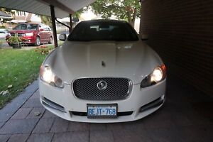 WHITE JAGUAR XF 2009 GREAT CONDITION!