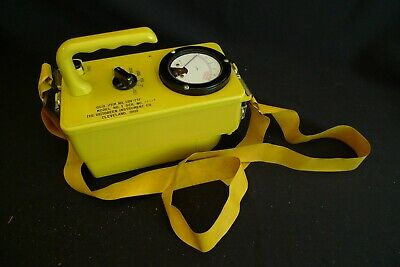 Vintage Victoreen Instrument Comp Geiger Counter 717 Model W Carry Strap 1960