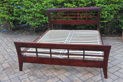 Queen Size Wood Mahogany Bed , very good condition