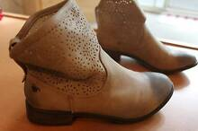 NEW ROXY Carrington boots size 6 Sydney City Inner Sydney Preview