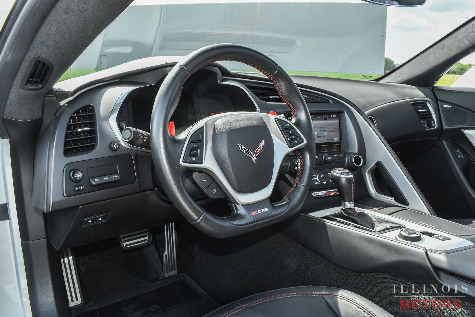 2017 White Chevrolet Corvette Z06    C7 Corvette Photo 10