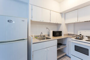 Spacious 1BR in Building w/ Pool minutes walk from McGill