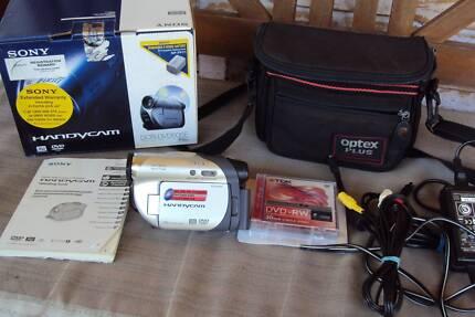 Sony handycam DCR-DVD605E video camera + accessories