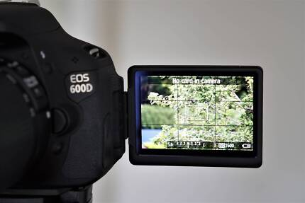 Canon EOS 600D - with lenses and reverse / overhead display, perf