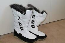 Womens White Snow Boots Size 4.5 Helena Valley Mundaring Area Preview