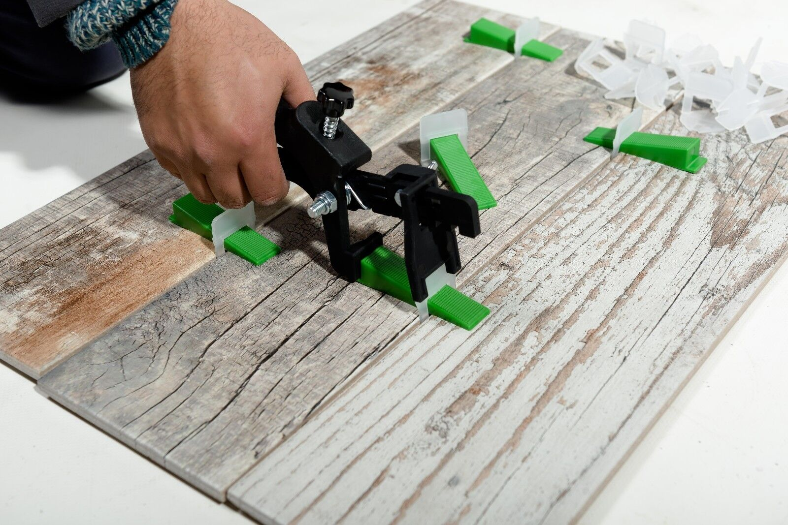 Shmox Tile Levelling Spacers and clips for  Levelling System 4mm Qty 2000