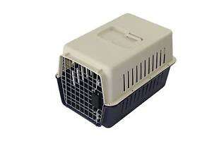 MEDIUM PET CARRIER/AIRLINE CRATE Brendale Pine Rivers Area Preview