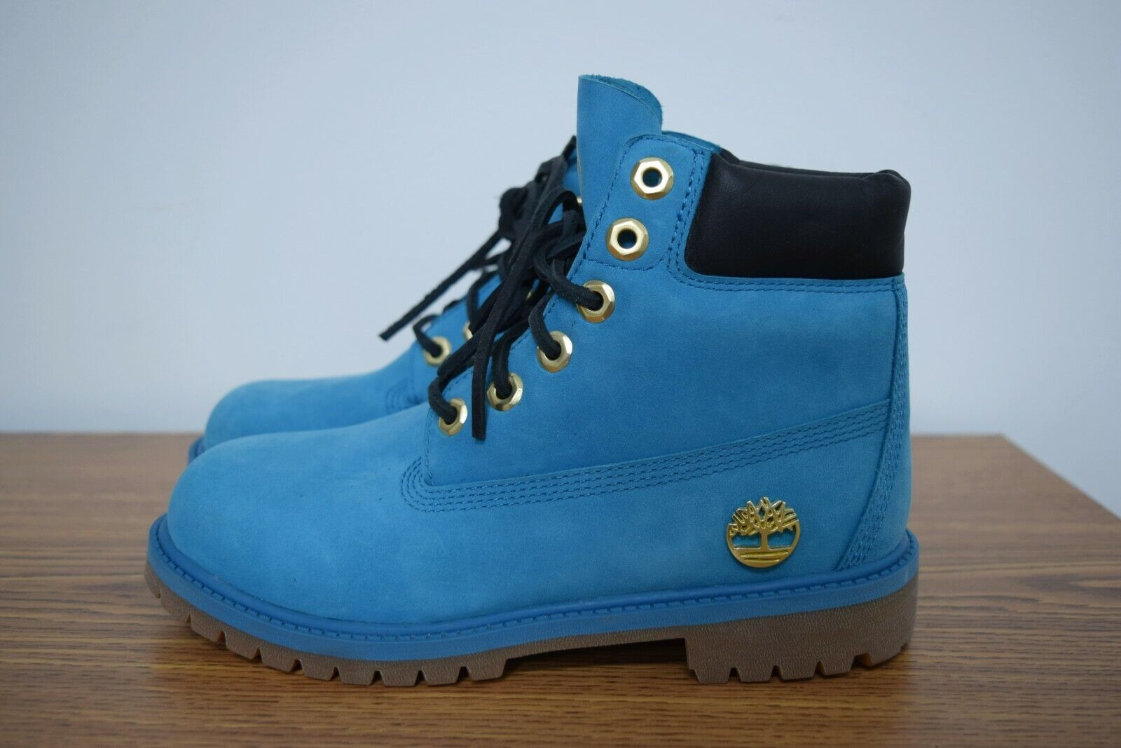 NEW TIMBERLAND WOMEN LEATHER BOOTS SIZE 4