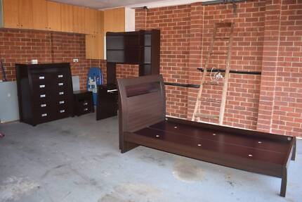 King Single Bedroom Suite in excellent condition