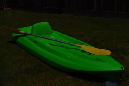 Kayak plus oar.