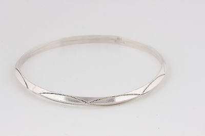VINTAGE ETCHED STERLING SILVER BANGLE BRACELET PEAKED IN CENTER 5184