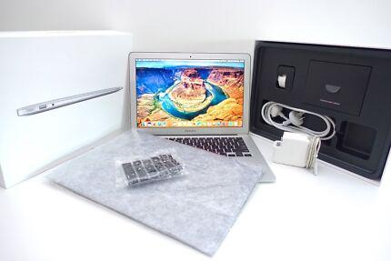 """MacBook AIR 13"""" 2011 + 128GB SSD 4GB ram Intel + NEW accessories!"""
