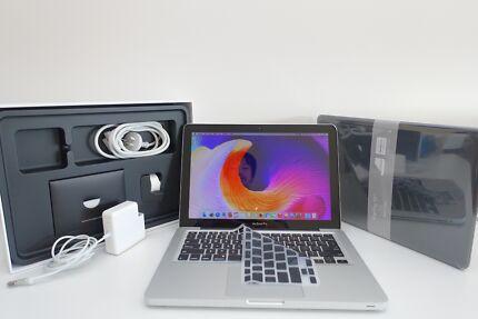 "Macbook Pro 13"" 2009 + BRAND NEW batt + 320gb 4GB ram+ CASE"