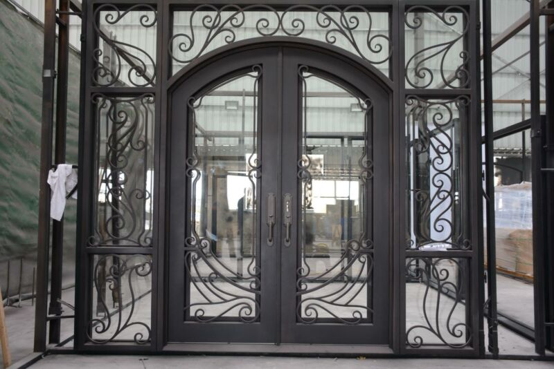 BEAUTIFUL IRON INSULATED ESTATE DOORWAY ENTRY - D26