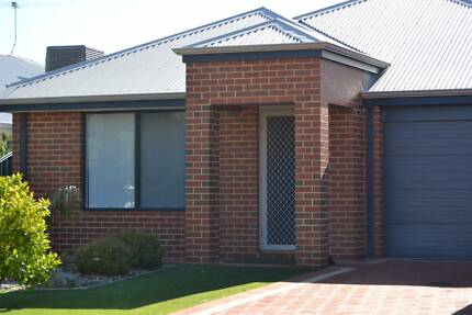 Room for Rent in neat modern home, close to murdoch