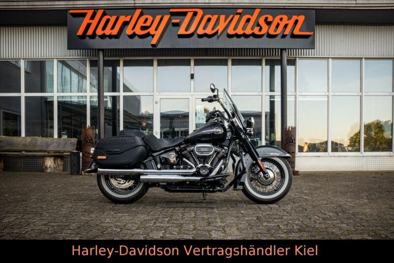Harley-Davidson FLHCS Softail Heritage Classic 114 cui