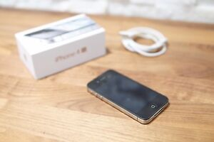 Apple iPhone 4s - Box and charger included