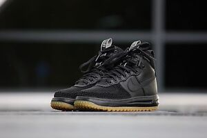 Slightly worn Nike lunar Force 1 duck boot sz. 10