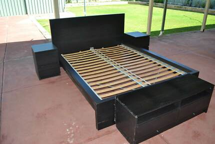 Queen Size bed & side drawers