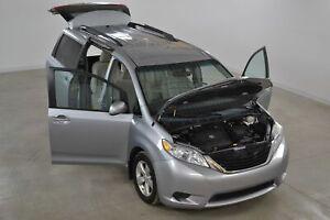 2013 Toyota Sienna Mobilité Réduite SAVARIA Excellente Condition