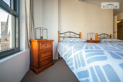 FLAT SHARE W/ EN-SUITE BATHROOM  IN SYDNEY FOR A COUPLE