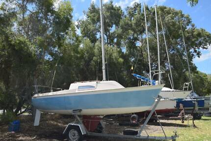 Yacht / Sailing boat + trailer NEG