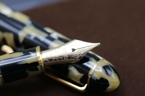Platinum #3776 Black and Pearl Celluloid Fountain Pen - UNUSED 3
