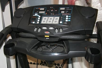 Avanti 928-5 Easy Up Motorised Treadmill Georges Hall Bankstown Area Preview