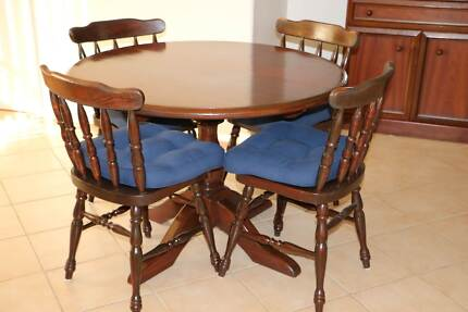 Round dining table 4 chairs Tuncurry Great Lakes Area Preview