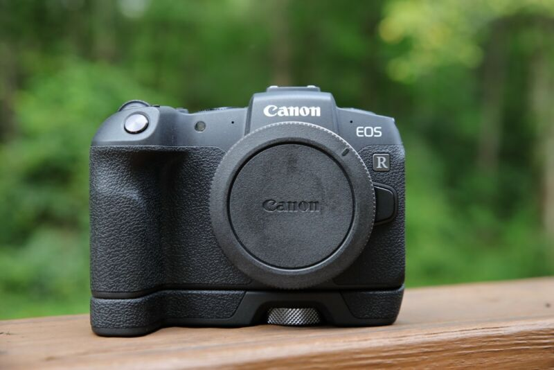 Canon EOS RP 26.2MP Mirrorless Camera with Extention Grip (1% Shutter)