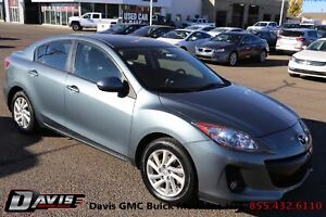 2012 Mazda Mazda3 GS-SKY Sunroof! Heated seats! Leather!