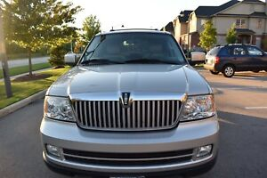 2006 Lincoln Navigator- Luxury Low KM car
