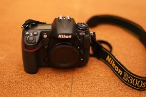 Nikon D300s with lens and flash light package