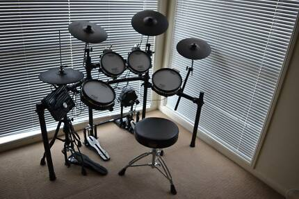 Roland TD25KV - As New (double kick & stand included)