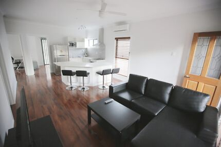 Modern spacious bedroom available for rent! CLOSE TO CITY!!!!
