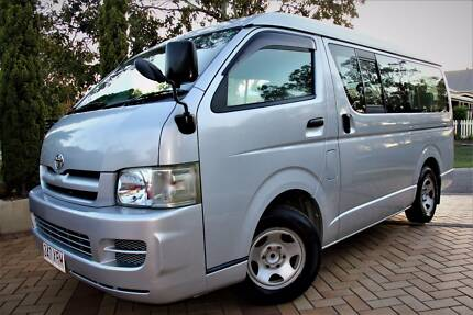 10 Seater Flat Roof Hiace -Extremely Low Mileage